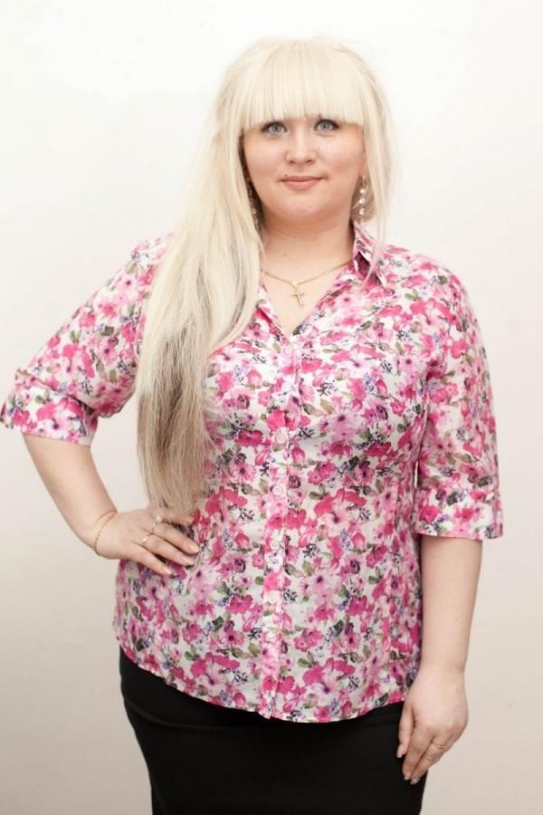 Женская рубашка с v-образной горловиной и рукавами до локтя из мягкой вискозы. Размер: 42-58. Цвета: розовый, белый, зеленый, фиолетовый, красный.