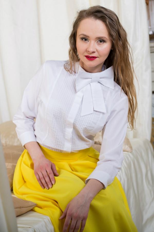 Блузка из хлопка с воротником стойкой и съёмным бантом. Размер: 42-56. Цвет: белый, синий, зеленый.