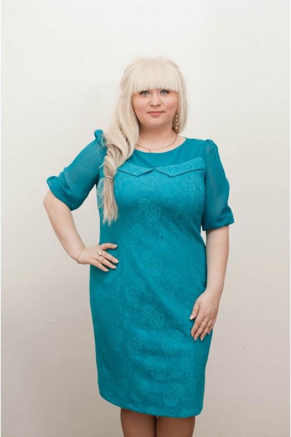 Платье с круглой горловиной и рукавами до локтя из ажурного гипюра и воздушного шифона. Размер: 50-58.