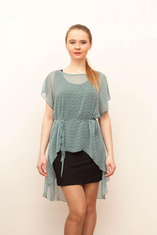 Платье для вашего летнего гардероба. Нежный цветочный принт придает модели очаровательную нотку. Размер: 42-58.