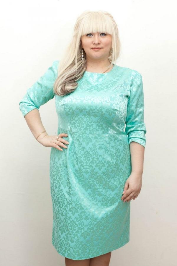 Платье футляр из жаккарда. Размер: 42-58. 51%-вискоза, 49%-полиэстер.