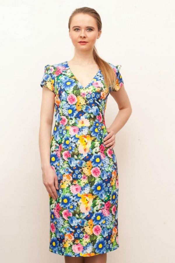 Платье футляр из трикотажа. Рукав короткий, горловина с v-образным вырезом. Размер: 42-58. Цвета: мультиколор