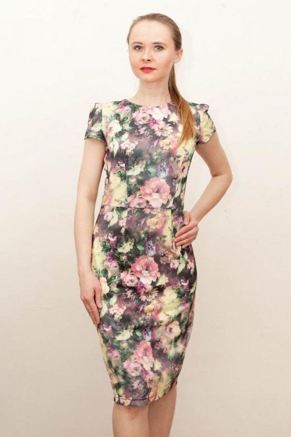 Платье футляр из жаккарда. Рукав короткий, сзади на юбке пикантный разрез. Размер: 42-58.