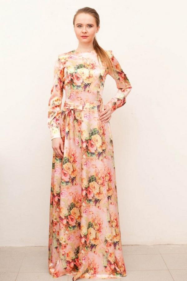Платье с круглой горловиной и длинными рукавами из гладкого атласа с цветочным принтом. Размер: 42-54. Цвета: мультиколор