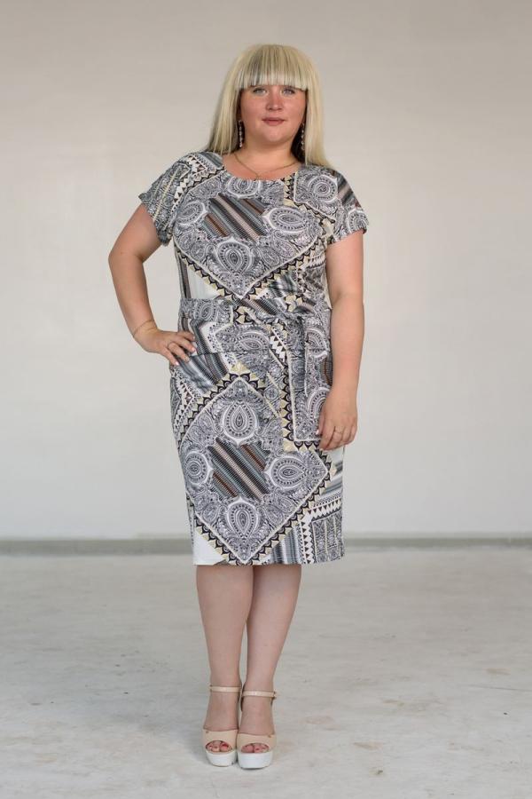 Платье с круглой горловиной и рукавом 3/4 из трикотажа 3d. Размер: 50-58. Цвета: мультиколор
