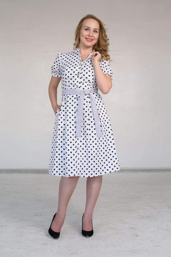 Платье отрезное по линии талии, присборенное на резинку. Рукав-фонарик. Застежка на планку, на пуговицах, по всей длине полочки. Планка с изнанки и обратная сторона пояса из ткани-компаньона. Размер: 42-56. Цвет: чёрный, белый, синий