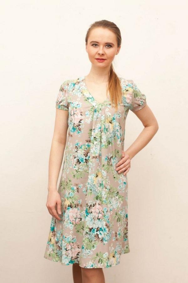 Платье свободного силуэта, v-образный вырез горловины, от центра выреза заложены мягкие складки, рукав втачной, присборенный, на узком манжете. Размер: 44-56. Цвета: мультиколор