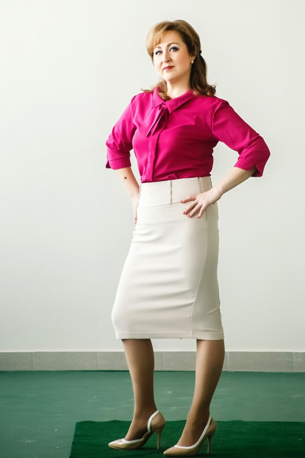 Классическая юбка-карандаш. Силуэт-зауженый к низу. На кокетке. По заднему шву шлица, застегивающаяся на пуговицы. Размер: 42-58.