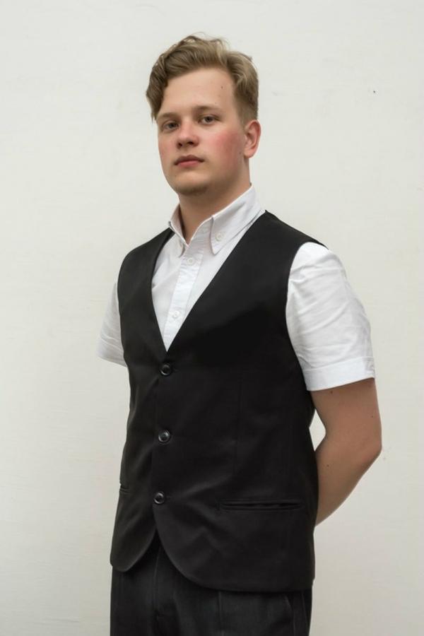 Классический жилет из костюмной ткани. Цвет чёрный. Размеры 40-64. Ткань: 51% вискоза, 49% полиэстер
